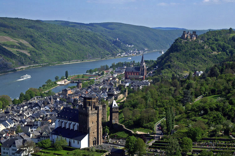 Oberwesel with Schönburg castle and medieval Liebfrauen Church (Rhine Valley)