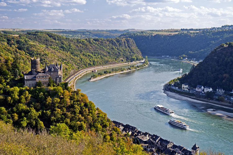 «Cat Castle» and Loreley seen from the viewpoint near St. Goarshausen (Rhine Valley)